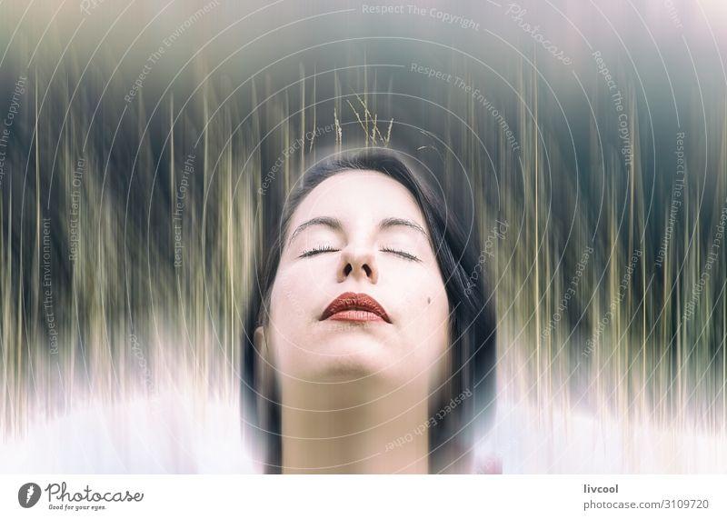 menschliche Polsterung mit der Natur Lifestyle schön Gesicht Erholung Mensch feminin Homosexualität Junge Frau Jugendliche Erwachsene Kopf Auge Nase Mund Lippen