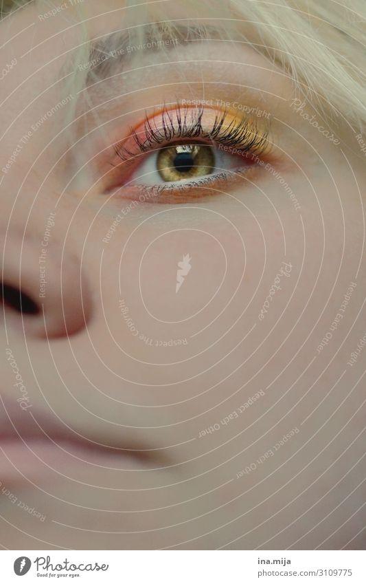 sehen schön Körperpflege Gesicht Kosmetik Creme Schminke Mensch feminin Junge Frau Jugendliche Erwachsene Leben Auge 1 18-30 Jahre Blick leuchten selbstbewußt