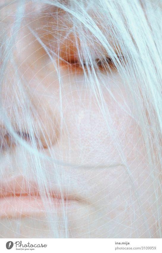 _ Frau Mensch Jugendliche Junge Frau Einsamkeit ruhig Erwachsene Leben kalt Traurigkeit feminin Haare & Frisuren träumen Zukunft schlafen Weiblicher Senior