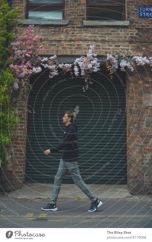Wandern in Manchester Lifestyle 1 Mensch Umwelt Blume Stadt Altstadt Mode laufen Ferien & Urlaub & Reisen einzigartig Bewegung Mann Architektur Aktion