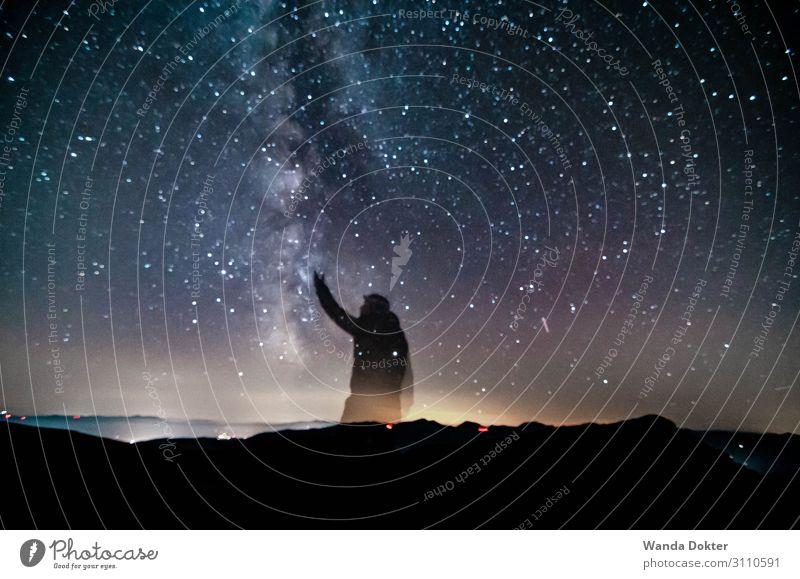 Reach for the Stars Körper 1 Mensch Natur Landschaft Luft Himmel Nachthimmel Stern Horizont Herbst Alpen Berge u. Gebirge beobachten berühren entdecken glänzend