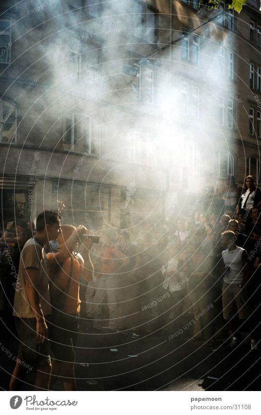 the fog Menschengruppe Feste & Feiern Nebel Fotokamera Rauch Fotograf Besucher Straßenfest