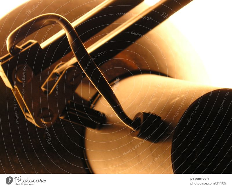 swich on Lampe dunkel hell orange Kabel Häusliches Leben elektronisch Gelenk