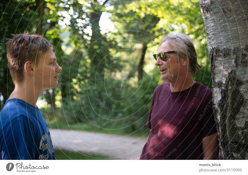 Pupertät - wenn der Vater mit dem Sohne Mensch Jugendliche Junger Mann Freude 18-30 Jahre Erwachsene Leben sprechen Liebe Gefühle Familie & Verwandtschaft