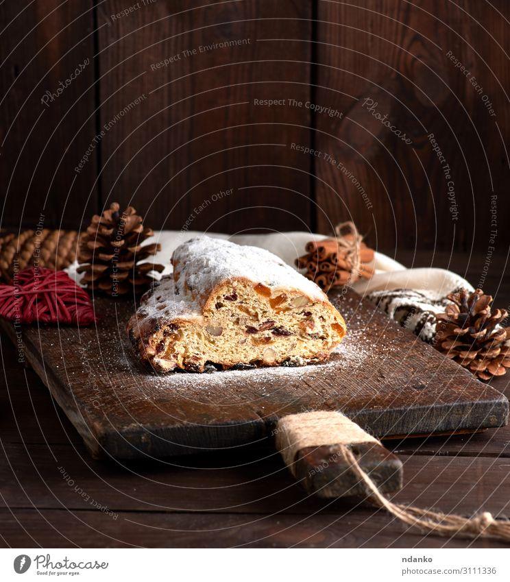 Stollen gebacken ein traditioneller europäischer Kuchen Frucht Brot Dessert Kräuter & Gewürze Winter Tisch Feste & Feiern Holz lecker braun weiß Tradition