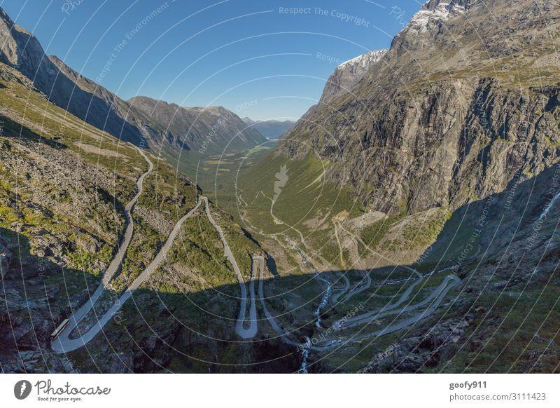 Trollstigen Norwegen Ferien & Urlaub & Reisen Tourismus Ausflug Abenteuer Ferne Freiheit Sightseeing Expedition Natur Landschaft Himmel Wolkenloser Himmel