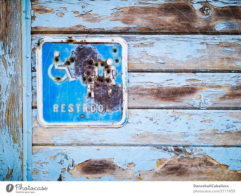 00 mit 7... maskulin feminin Frau Erwachsene Mann Paar Holz Zeichen Schriftzeichen Schilder & Markierungen Hinweisschild Warnschild kaputt Kitsch retro trashig