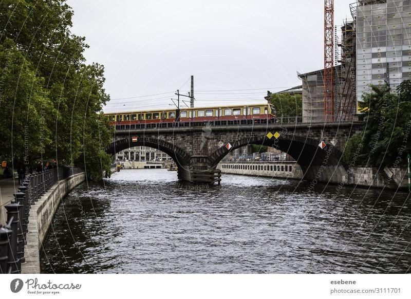 Typischer Amsterdamer Kanal schön Ferien & Urlaub & Reisen Tourismus Sommer Haus Landschaft Himmel Fluss Stadt Brücke Gebäude Architektur Fassade Straße