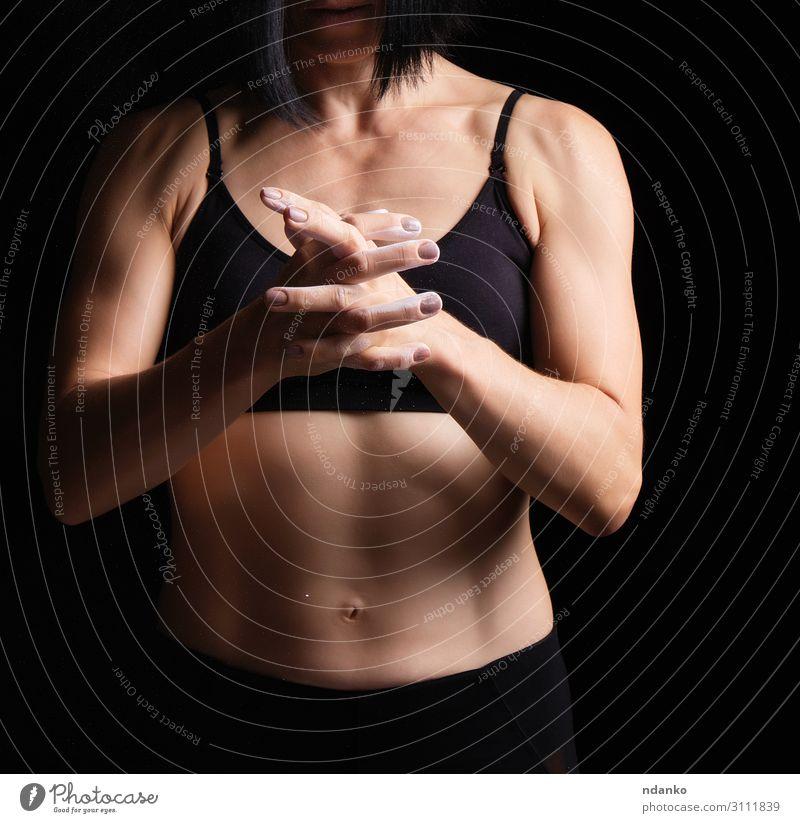 Frau Mensch schön weiß dunkel schwarz Lifestyle Erwachsene Sport Körper Kraft Aktion Haut Fitness sportlich Beautyfotografie