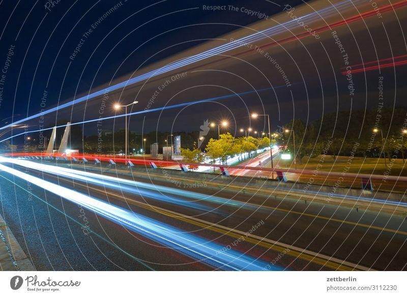 Staßenverkehr, nachts Abend Bewegung blinkern mehrfarbig dunkel Dynamik Phantasie glänzend Flughafen Kunst Licht Lichtspiel Lichtmalerei Lightshow Linie Märchen