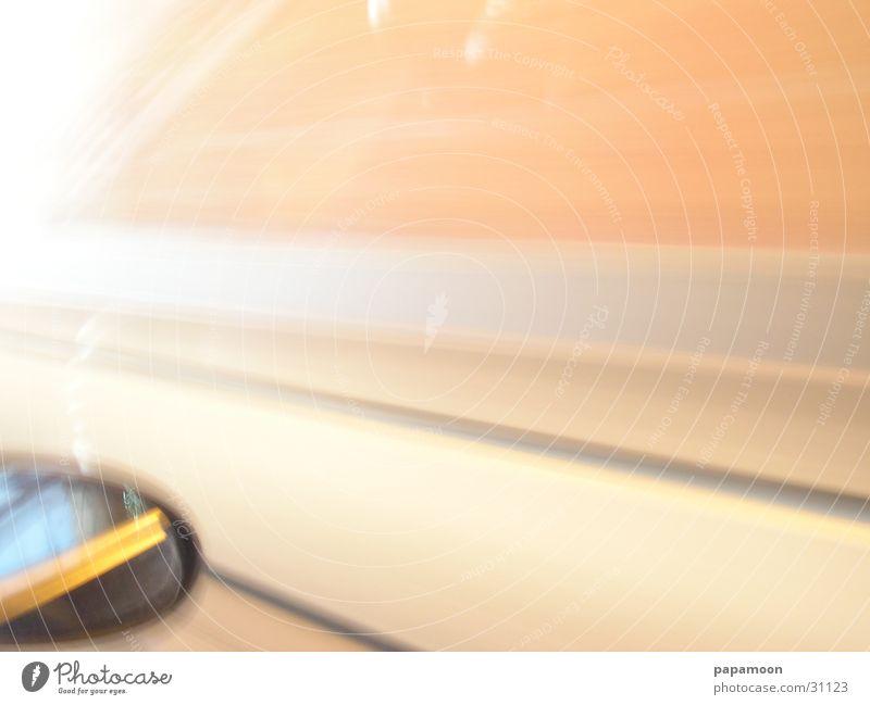 enormous speed clever Tunnel fahren Rückspiegel Spiegel Verkehr Rasen Seitenfenster
