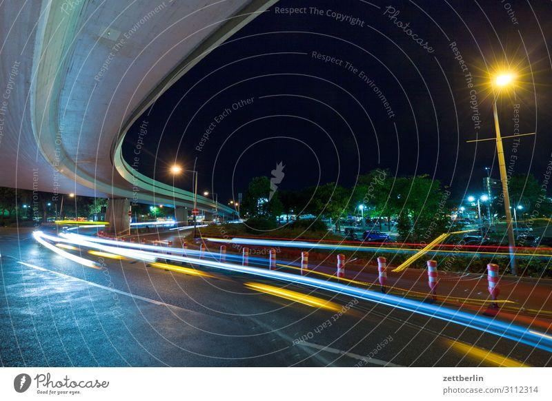 Autobahnkreuz Abend Bewegung blinkern mehrfarbig dunkel Dynamik Phantasie Fantasygeschichte glänzend Flughafen Kunst Licht Lichtspiel Lichtmalerei Lightshow