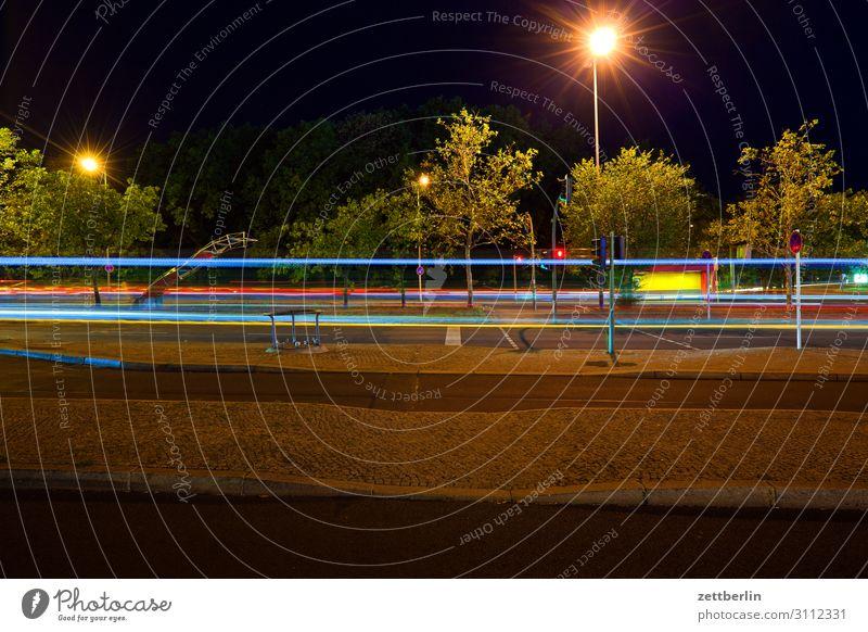 Durchgangsverkehr Abend Bewegung blinkern mehrfarbig dunkel Dynamik Phantasie glänzend Flughafen Kunst Licht Lichtspiel Lichtmalerei Lightshow Linie Märchen