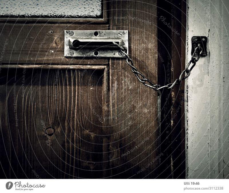 Einfach zu. alt Einsamkeit Fenster dunkel Holz kalt braun grau Häusliches Leben Wohnung Raum retro Tür Glas authentisch historisch