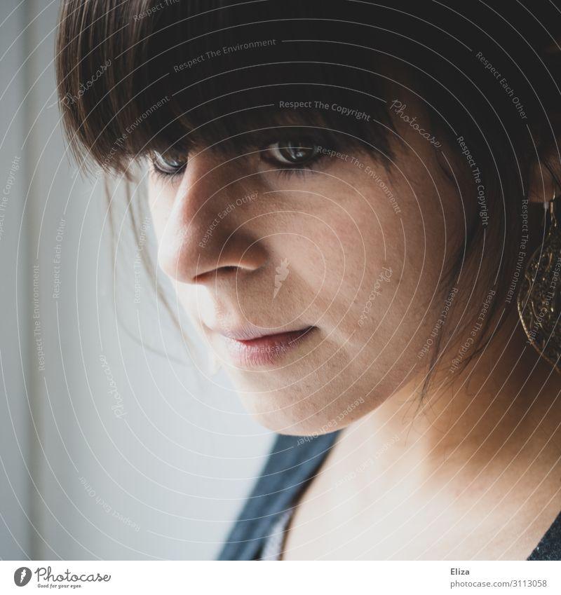 Titel Mensch feminin Junge Frau Jugendliche 1 13-18 Jahre 18-30 Jahre Erwachsene Stimmung Sorge Müdigkeit Pony Traurigkeit nachdenklich bleich beobachten