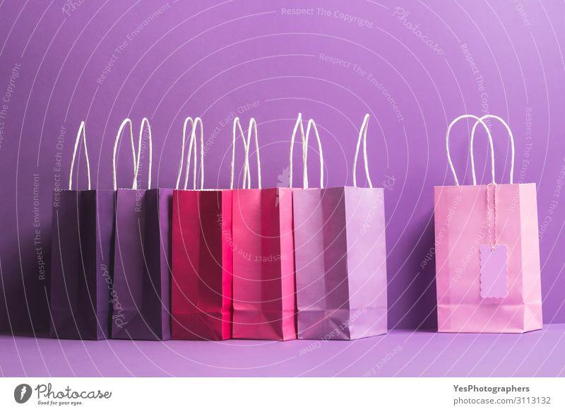 Bunte Einkaufstaschen mit Blanko-Tag. Weihnachtsgeschenk Thema Lifestyle kaufen Glück Winter Feste & Feiern Weihnachten & Advent Silvester u. Neujahr Geburtstag