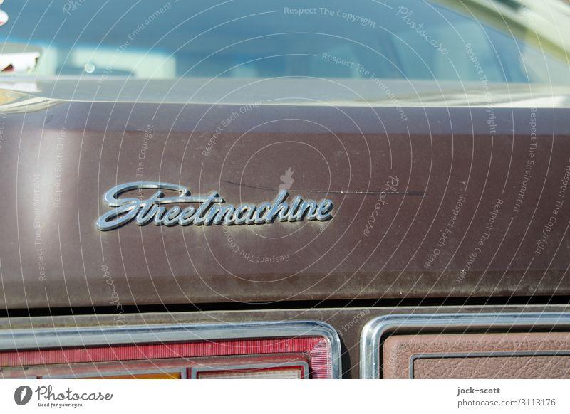 Streetmachine Stil Verkehrsmittel Oldtimer Sammlerstück Kofferraum Beschriftung Heckklappe Autofenster Autolack Metall Wort Englisch authentisch elegant nah