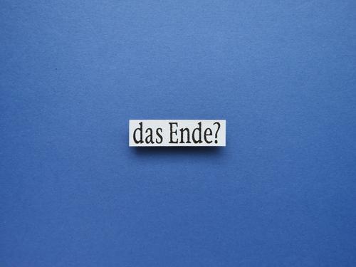 Das Ende? düster Frage Gefühle Fragezeichen Zeichen Vorahnung Gedanken Fragen Rätsel Pessimist Neugier dunkel Spüren erahnen Orakeln hellsehen Weitsicht