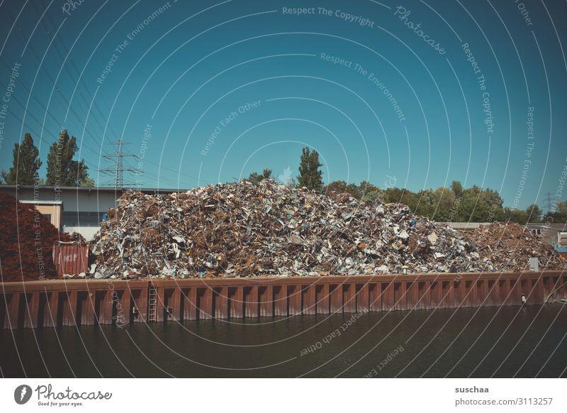 !Trash! 2019   volle ladung Müll Schrott Eisen Industrieabfall Recycling Hafen Schifffahrt Blauer Himmel nachhaltig zerkleinern Konsum Güterverkehr & Logistik