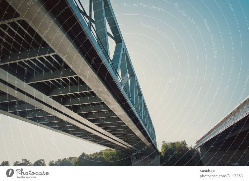 brücke Brücke Brückenbau Bauwerk Übergang Gitter Eisengitter Stahlträger Verbindung Rheinbrücke Gesellschaft (Soziologie) Himmel Konstruktion