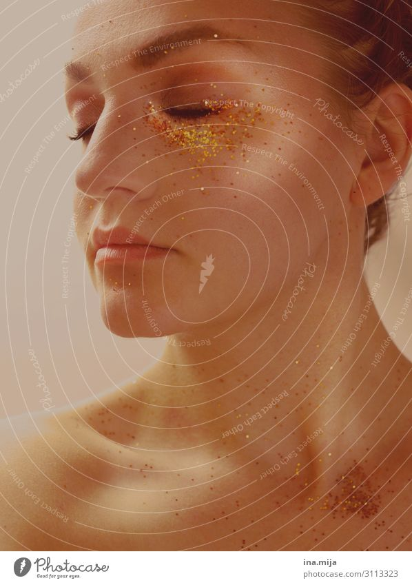 _ Lifestyle Reichtum elegant schön Körperpflege Haare & Frisuren Gesicht Kosmetik Parfum Creme Schminke Gesundheit Behandlung Wellness Zufriedenheit Erholung