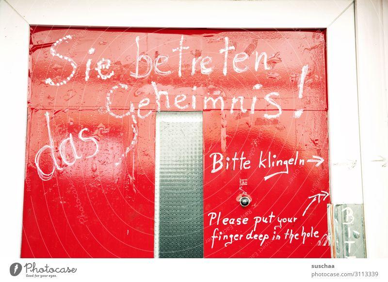 geheimnisvoll Tür Eingang Werbung Bordell Schriftzeichen Einladung Angebot bitte klingeln rot