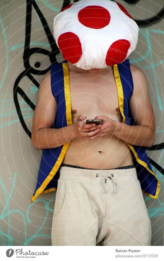 Cosplayer schreibt auf Smartphone Lifestyle PDA maskulin Junger Mann Jugendliche Erwachsene 1 Mensch 18-30 Jahre 30-45 Jahre Veranstaltung cosplay Düsseldorf
