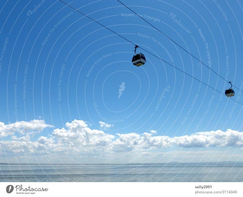 weitsichtig | übers Meer... Wolken Lissabon Portugal Verkehrsmittel Verkehrswege Personenverkehr Öffentlicher Personennahverkehr Seilbahn fahren außergewöhnlich
