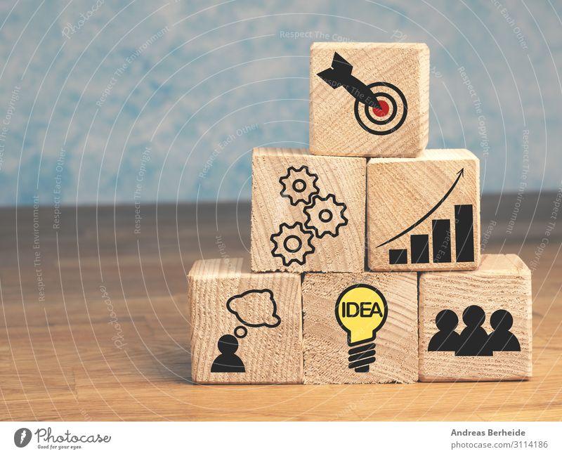 Erfolgspyramide Stil Business Karriere Ausdauer Fortschritt Idee Inspiration kompetent Teamwork Ziel wooden blocks game career stacking step ranking growth