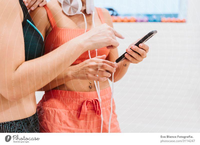 Frau Mensch Jugendliche Junge Frau schön Hand Erholung Freude Gesundheit 18-30 Jahre Lifestyle Erwachsene sprechen natürlich feminin Sport