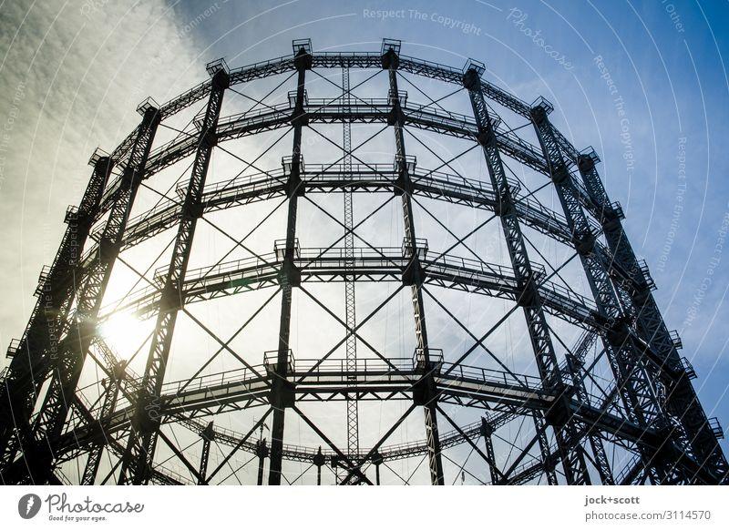 Gasometer Architektur Himmel Wolken Schöneberg Wahrzeichen groß historisch hoch Sicherheit Ordnung Qualität Konstruktion stilllegen Strukturen & Formen