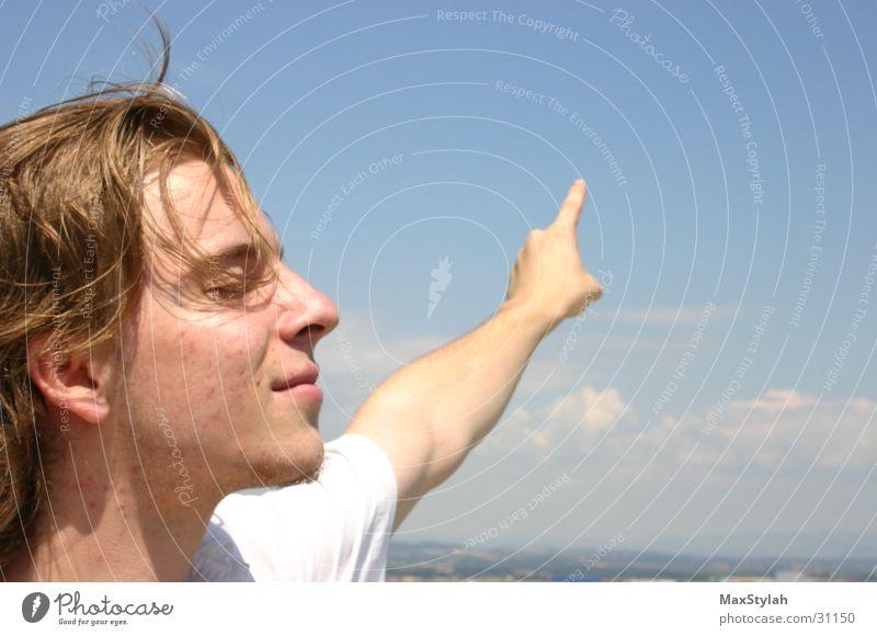 richtung genießen Himmel Mann blau weiß schön Wolken ruhig Ferne Gefühle Erwachsene Glück Denken träumen hell Zufriedenheit groß
