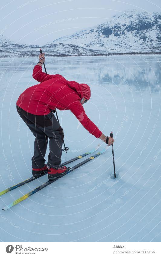 Klimaschutz, Eisdicke, mutiger Skiläufer Mensch Natur Winter Schnee See Vergänglichkeit Studium Wandel & Veränderung Neugier entdecken Sicherheit Urelemente