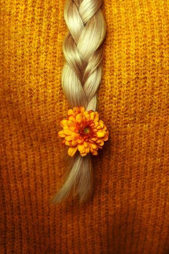 herbstlich III Mensch gelb feminin Haare & Frisuren orange gold blond langhaarig kuschlig Zopf geflochten