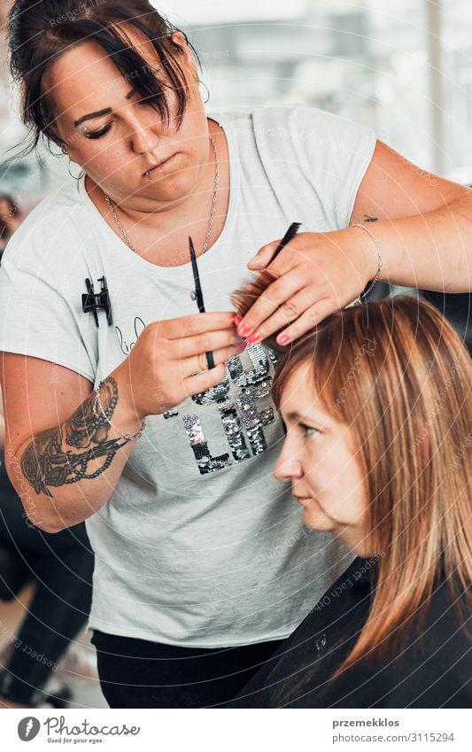 Friseur Styling Damenhaar Lifestyle Stil schön Haare & Frisuren Arbeit & Erwerbstätigkeit Beruf Schere Mensch Junge Frau Jugendliche Erwachsene 2 30-45 Jahre