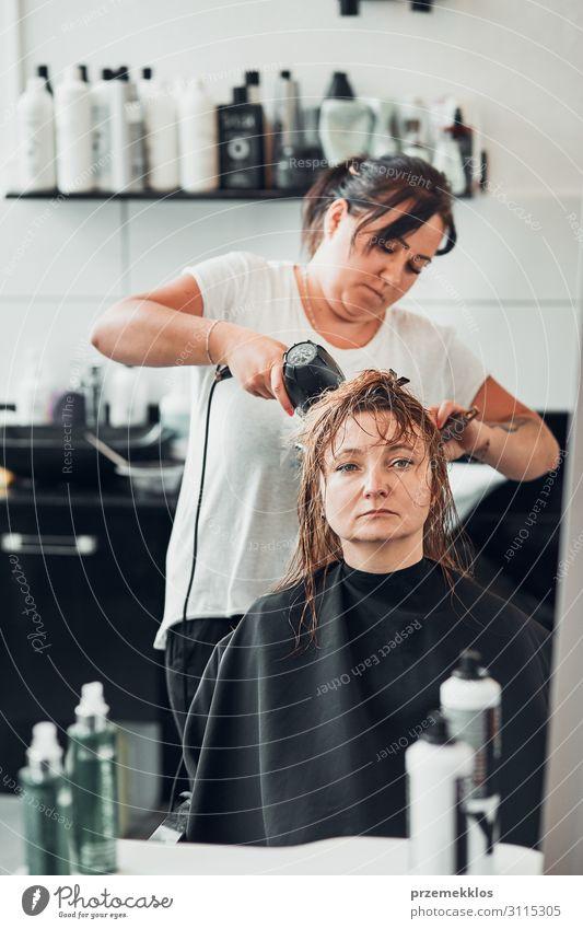 Friseur Styling Damenhaar Lifestyle kaufen Stil schön Haare & Frisuren Arbeit & Erwerbstätigkeit Beruf Schere Mensch Junge Frau Jugendliche Erwachsene 2