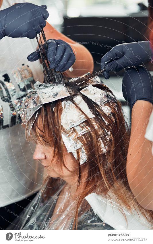Friseur Styling Damenhaar Lifestyle Stil schön Haare & Frisuren Arbeit & Erwerbstätigkeit Beruf Schere Mensch Junge Frau Jugendliche Erwachsene 3 30-45 Jahre