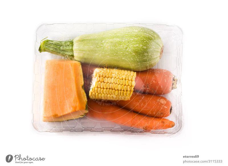 Verschiedenes Gemüse verpackt Kunststoff isoliert auf weißem Hintergrund Lebensmittel Gesunde Ernährung Foodfotografie Verpackung Zucchini Kürbis Möhre Mais