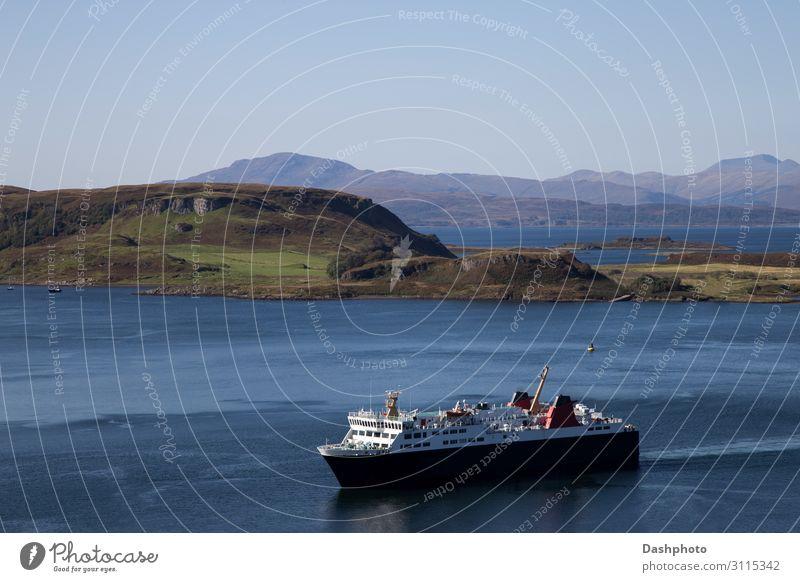 Passagierfähre bei der Einfahrt in den Hafen von Oban in Schottland Ferien & Urlaub & Reisen Meer Insel Wellen Berge u. Gebirge Segeln Natur Landschaft Wasser