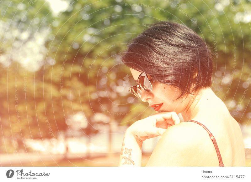 Frau Mensch Natur Jugendliche Junge Frau schön 18-30 Jahre Gesicht Auge Lifestyle Erwachsene feminin Gefühle Stil Mode Haare & Frisuren