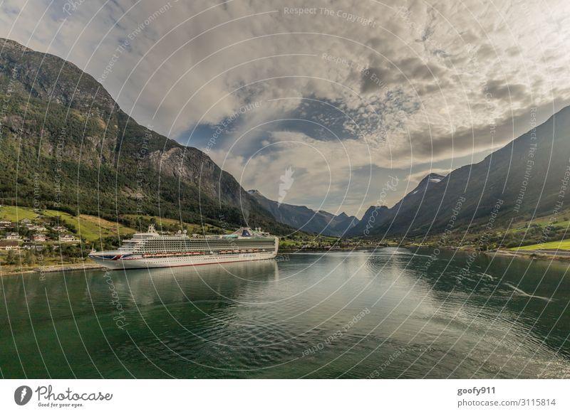 Am Ende des Fjords Ferien & Urlaub & Reisen Tourismus Ausflug Abenteuer Ferne Freiheit Sightseeing Städtereise Kreuzfahrt Expedition Natur Landschaft Wasser