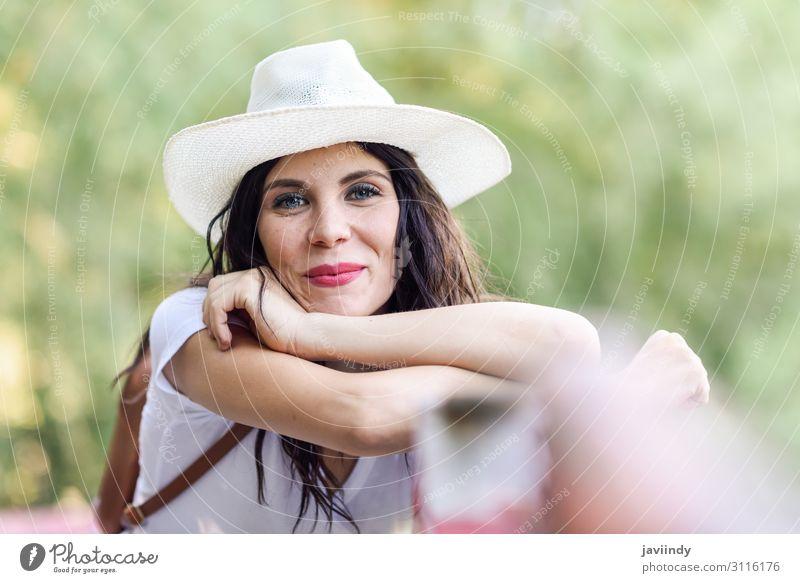 Frau mit Rucksack auf einer ländlichen Brücke stehend. Freude Glück schön Wellness Erholung Freizeit & Hobby Ferien & Urlaub & Reisen Tourismus Ausflug