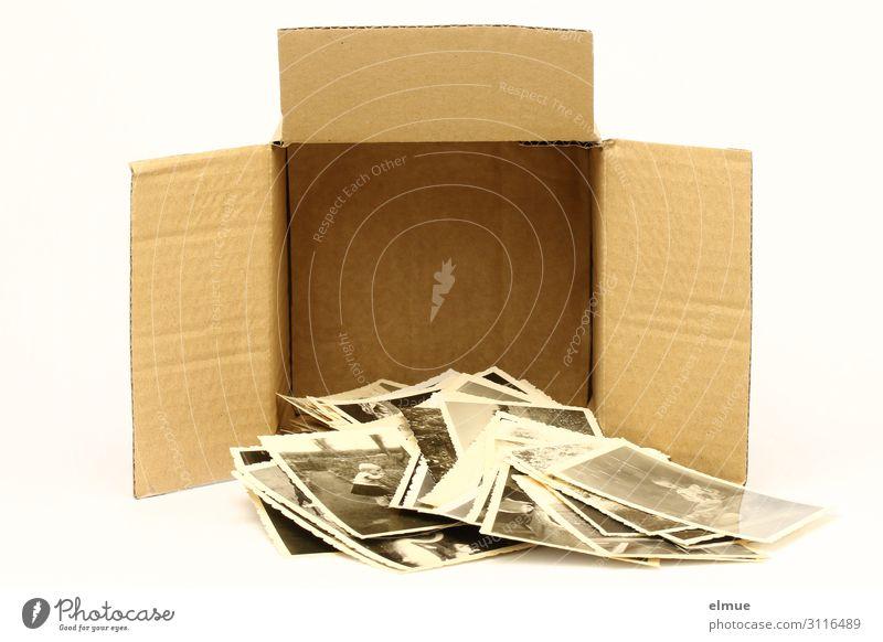 Erinnerungskarton Freizeit & Hobby Verpackung Karton Fotografie analog Papierfoto alt historisch lustig Gefühle Freude Neugier Senior entdecken geheimnisvoll