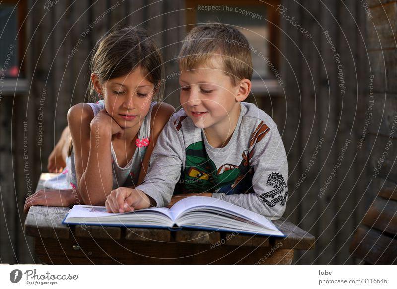 Lesefreunde 2 Bildung Wissenschaften lernen Schulkind Mädchen Junge Geschwister Kindheit Mensch 3-8 Jahre Buch Bibliothek lesen Literatur lesegemeinschaft