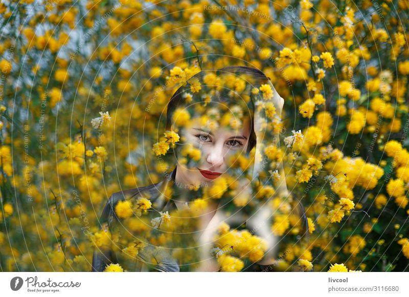 Frau Mensch Natur Jugendliche Junge Frau Sommer schön Hand Blume Erotik 18-30 Jahre Gesicht Auge Lifestyle Erwachsene feminin