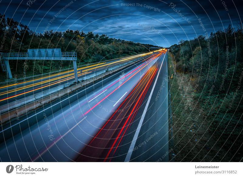 Autobahn Umwelt Landschaft Himmel Wetter Sträucher Garbsen Hannover Deutschland Verkehrswege Berufsverkehr Autofahren Brücke PKW Geschwindigkeit Leuchtspur