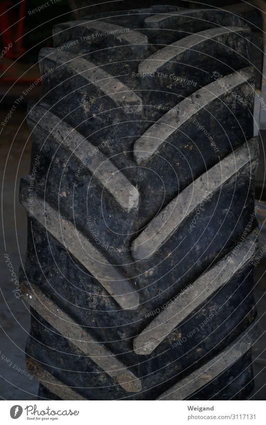 Reifenprofil Arbeit & Erwerbstätigkeit Beruf Gartenarbeit Traktor fahren Profil Landwirtschaft Farbfoto Gedeckte Farben Innenaufnahme Menschenleer