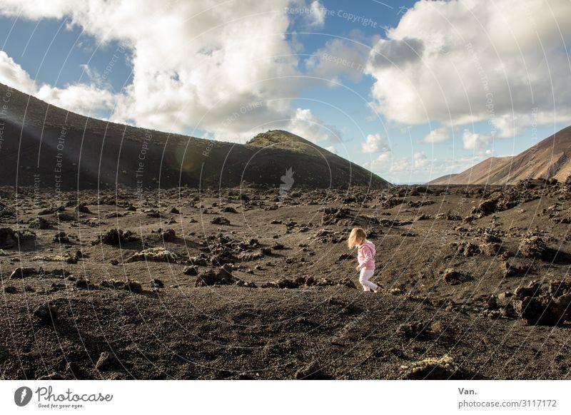Zwergnase Ferien & Urlaub & Reisen wandern Kind Kleinkind Mädchen 1 Mensch 1-3 Jahre Natur Landschaft Himmel Wolken Sommer Schönes Wetter Hügel Felsen