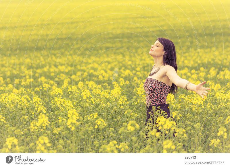 Happy beautiful woman in free summer love of youth wellbeing Lifestyle Freude Glück schön Gesundheit Wellness Leben harmonisch Wohlgefühl Zufriedenheit