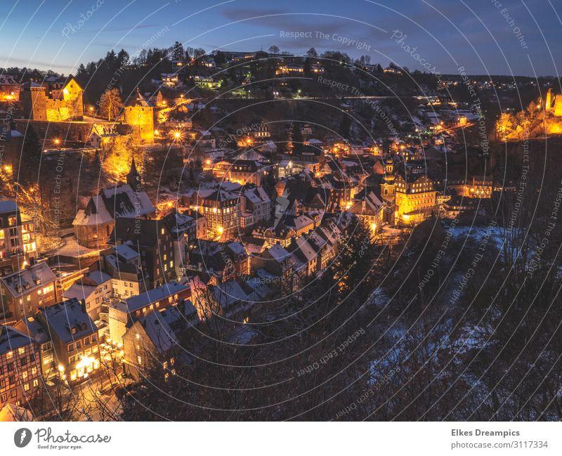 Monschau im Winter bei Nacht Landschaft Nachthimmel Eis Frost Schnee Dorf Sehenswürdigkeit entdecken frieren kalt Stadt Eifel Farbfoto Gedeckte Farben